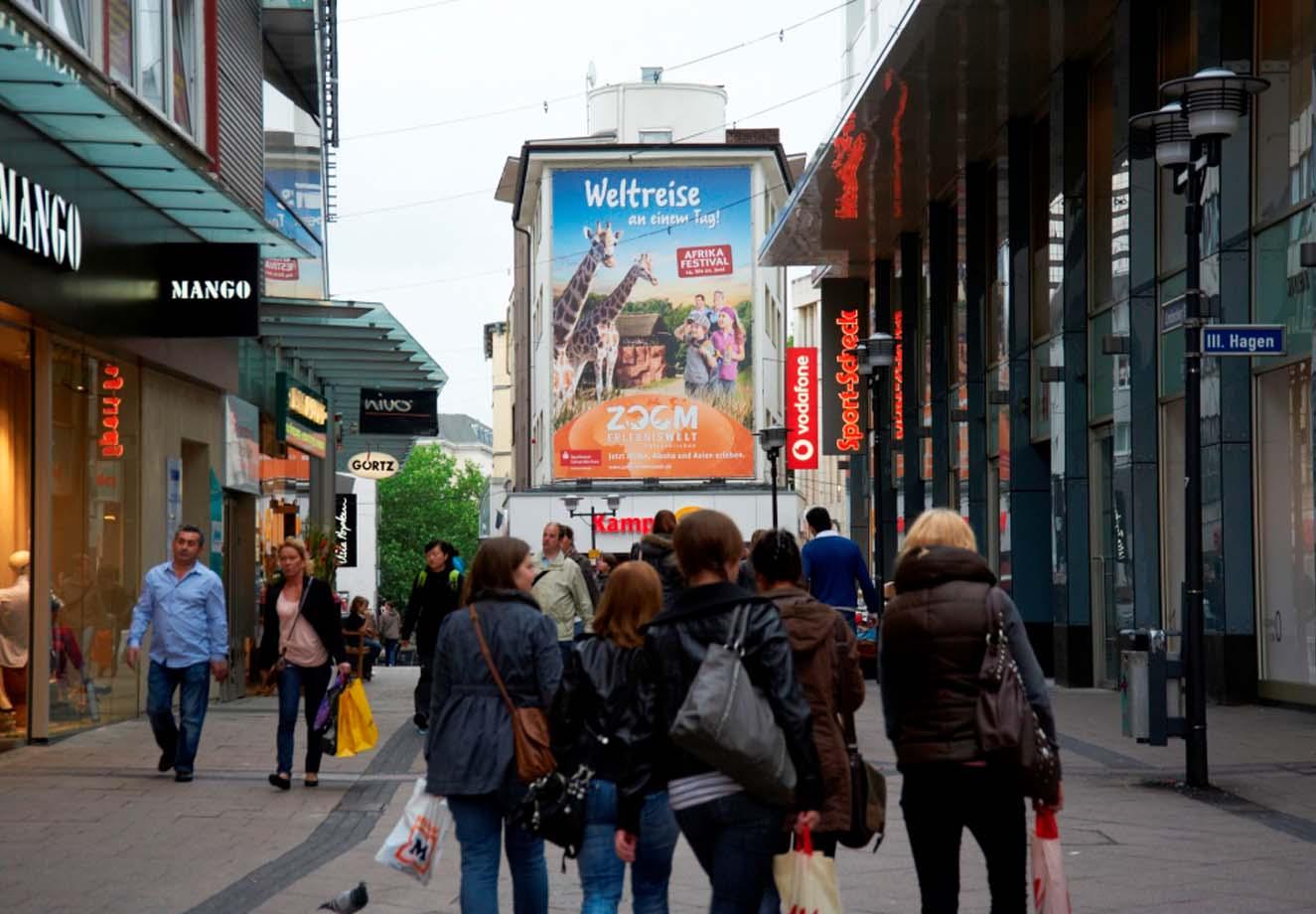 Megaposter der ZOOM Erlebniswelt in der Essener Innenstadt