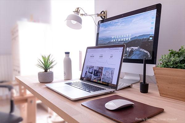 Computer mit Webdesign Layout vom Projektmanagement Marketing Dortmund