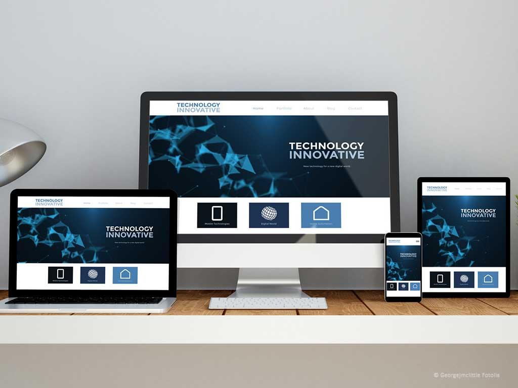 Laptop, PC, Tablet und Smartphone präsentieren ein responsive Webdesign